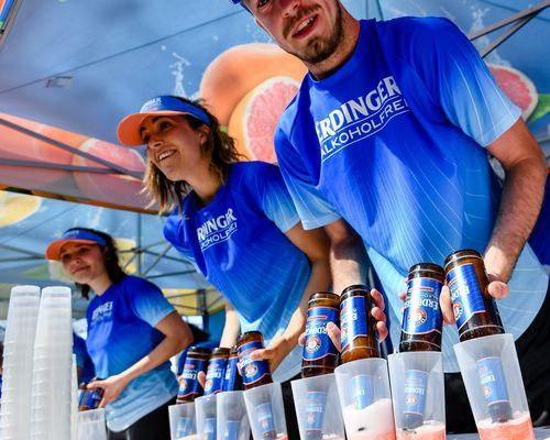 Beim 3. AOK Firmenlauf Pforzheim werden neben dem ERDINGER alkoholfrei auch die alkoholfreien Sorten Zitrone und Grapefruit angeboten